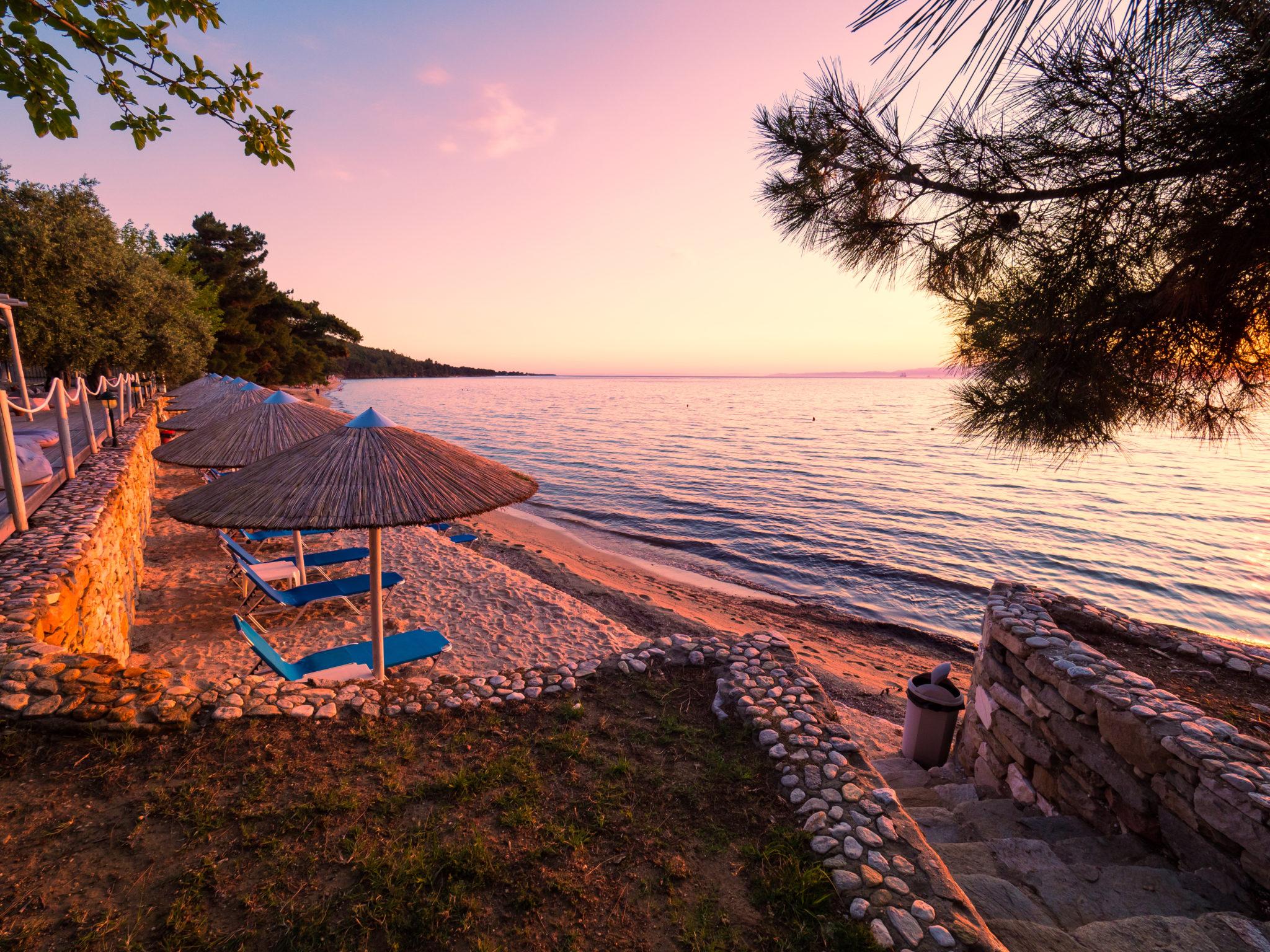 Strand eines Erwachsenenhotels auf Thassos / Griechenland
