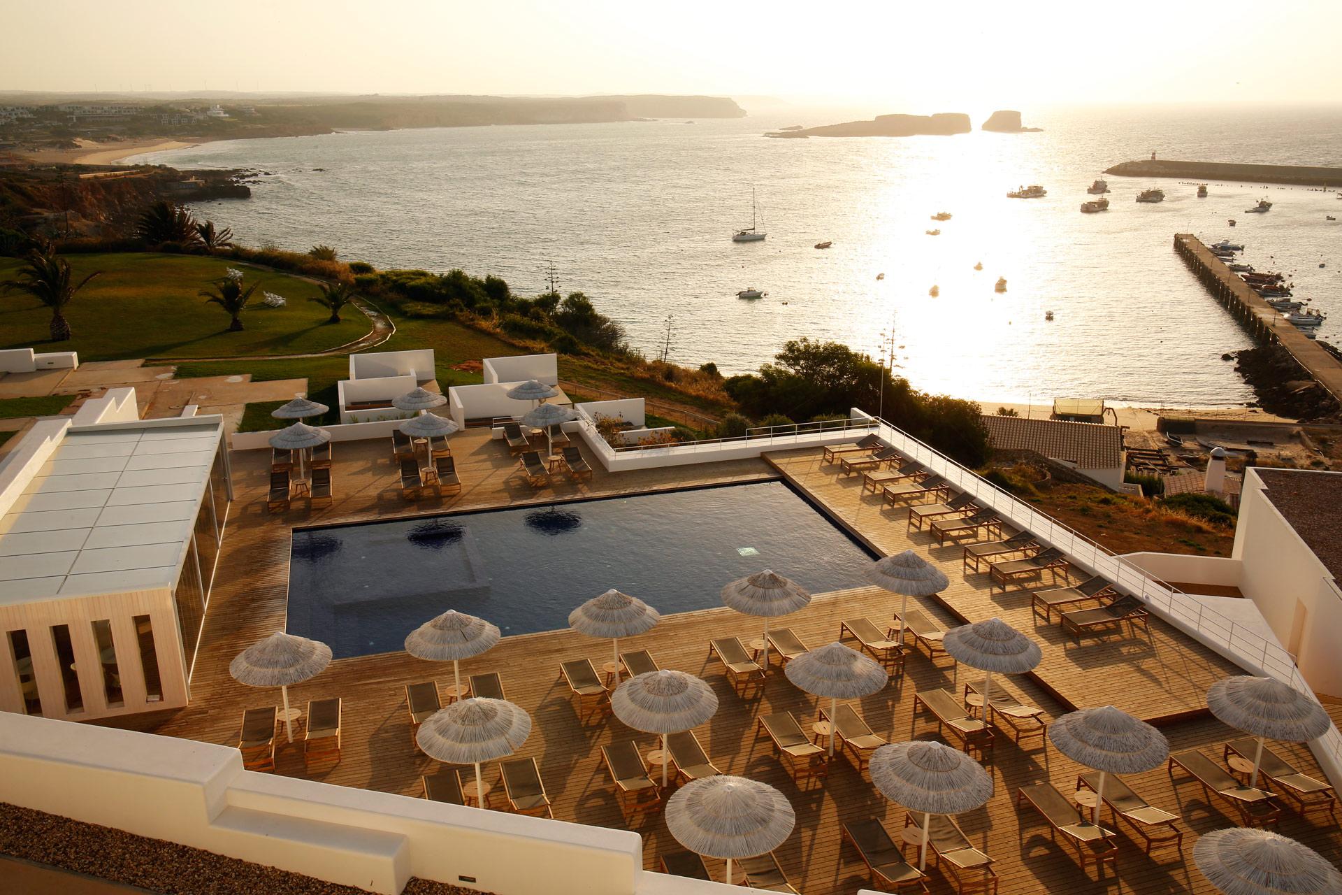 Die Sonnenterrasse des Memmo Baleeira Hotels in Sagres