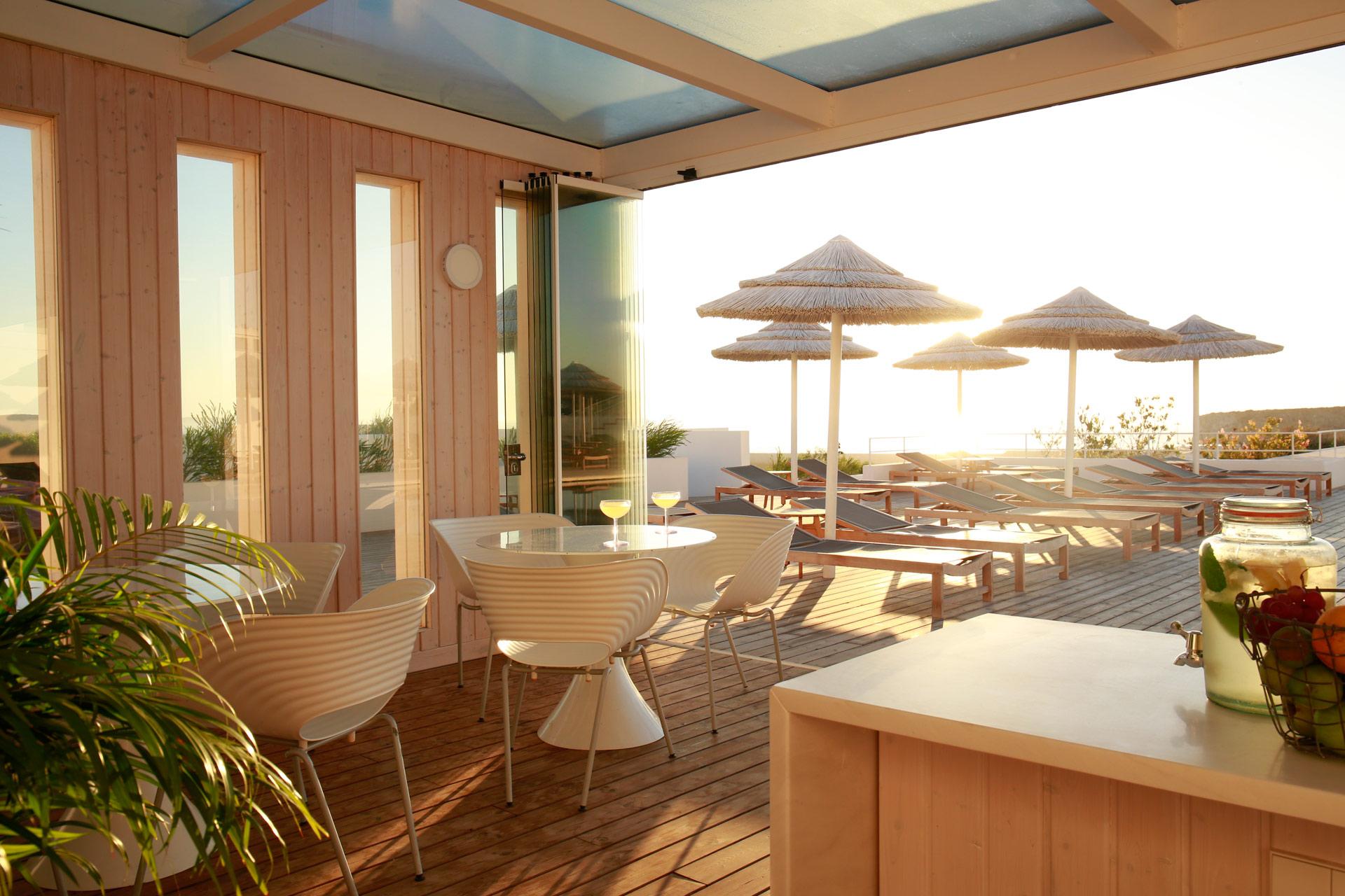 Poolbar im Hotel Memmo Baleeira