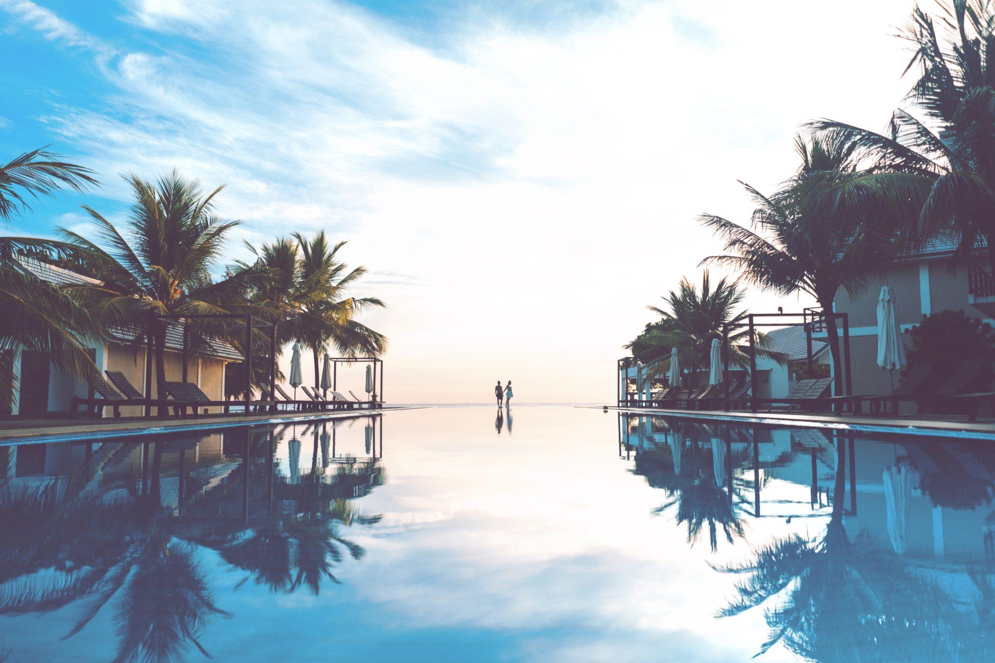 Beachhotel mit Infinity Pool