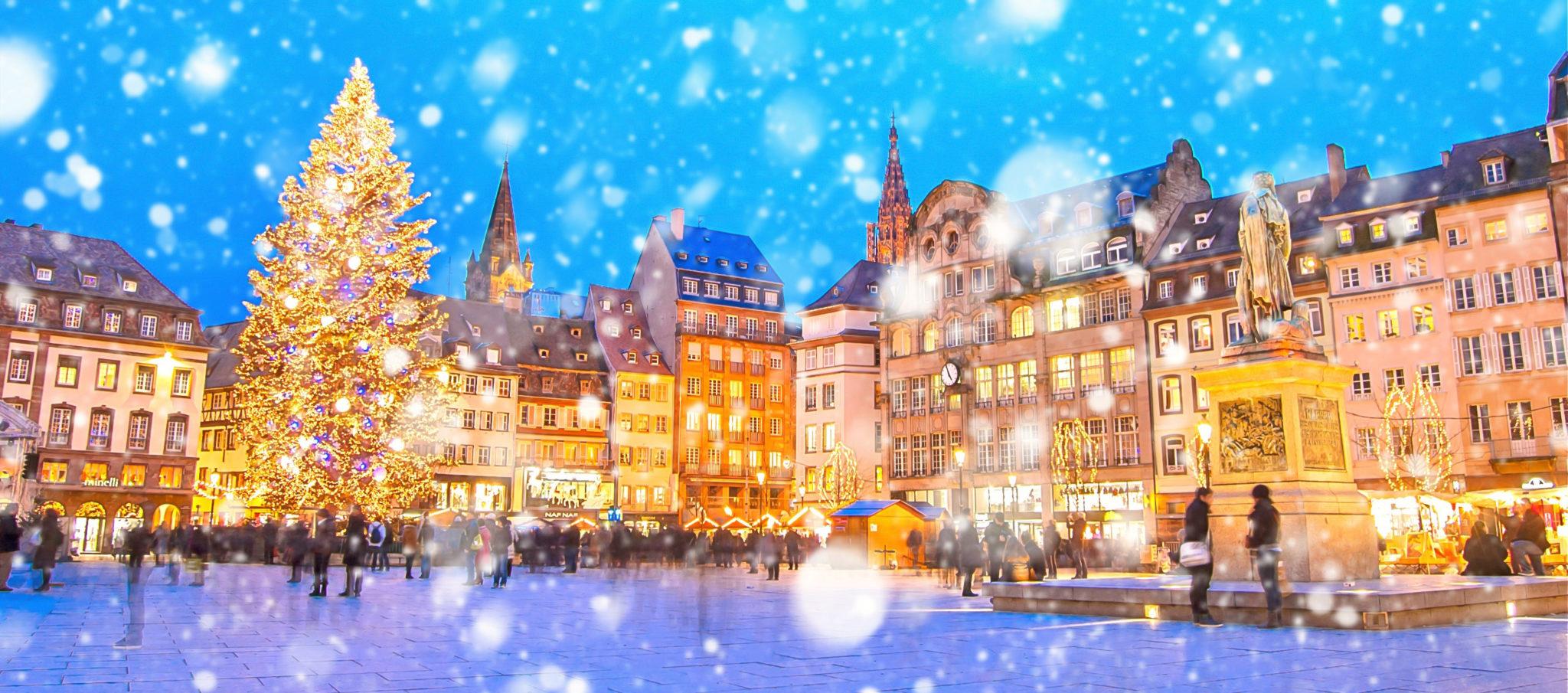 Weihnachtsmarkt im winterlichen Straßbourg