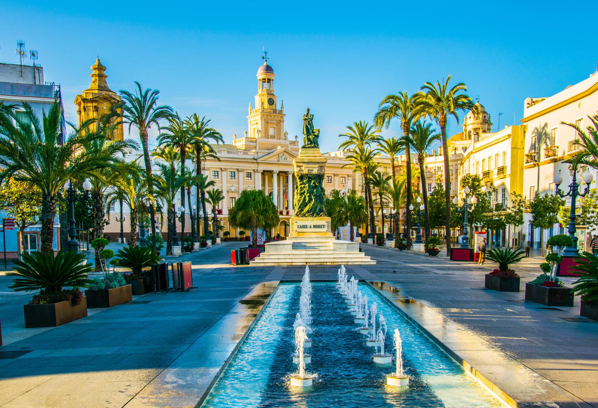 Plaza San Juan de Dios und das Rathaus in Cádiz