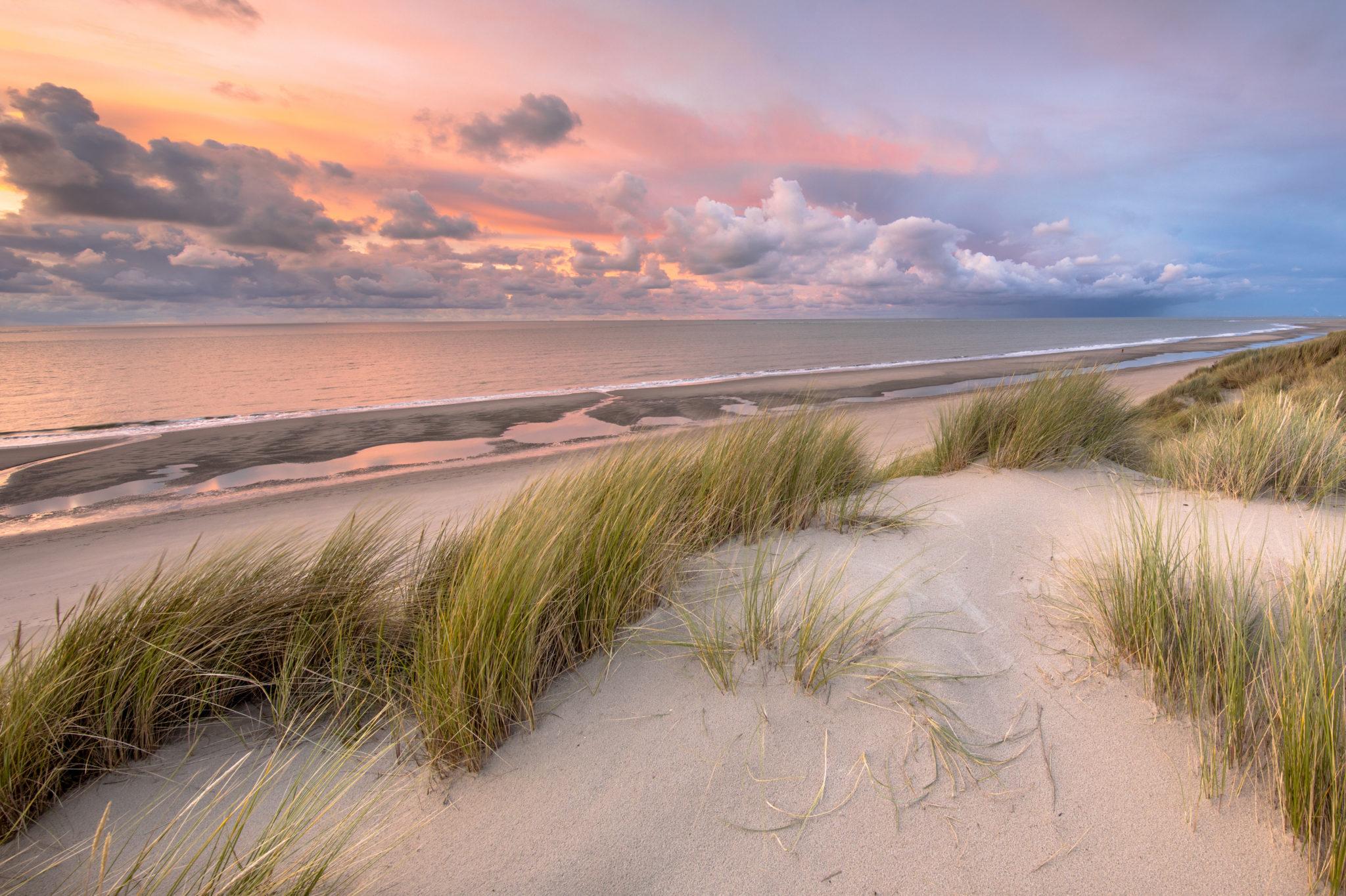 Sonnenuntergang in den Dünen von Ameland