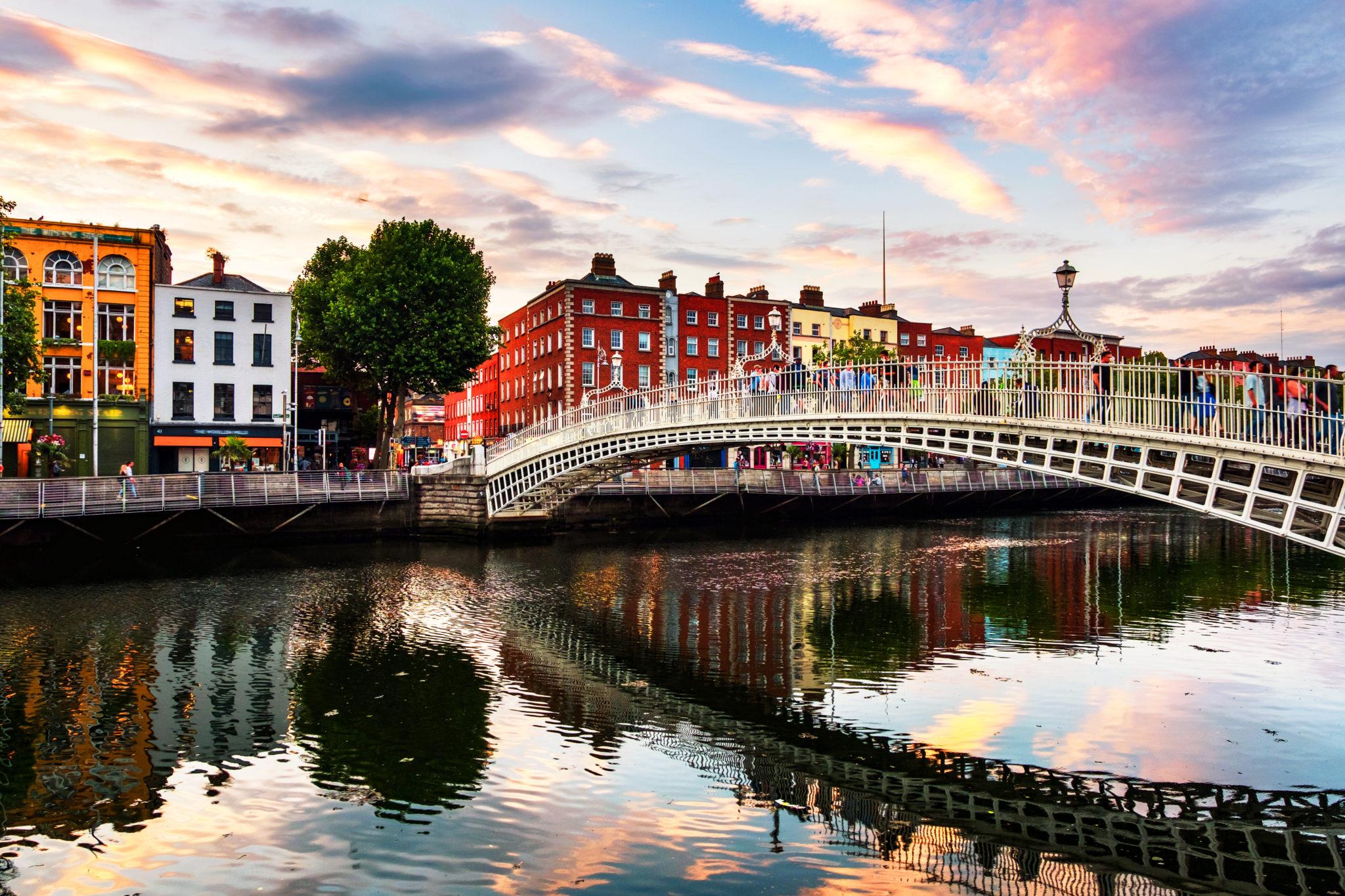 Die berühmte Ha Penny Bridge in Dublin