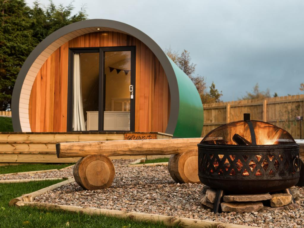 Outdoor Pods mit Feuerstelle © Inverness Glamping